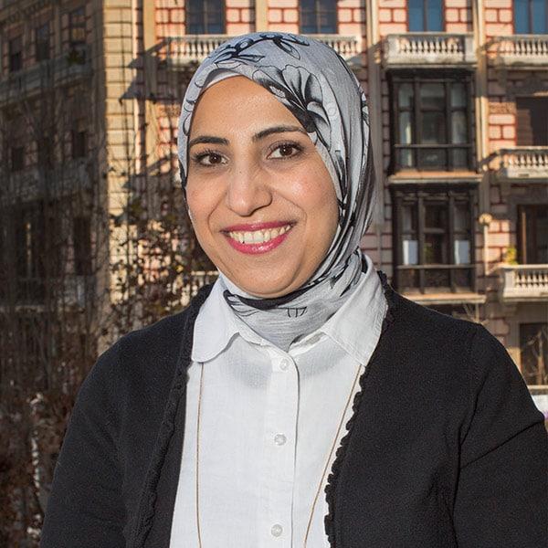 Jamila Bakour profesora en Aprender Arabe en Granada con Dar Loughat España