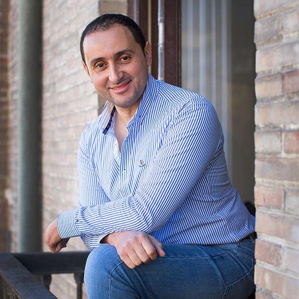 Niza Liemlahi profesor en Aprender Arabe en Granada con Dar Loughat España